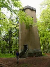 Pecivál a měřicí věž na Vysokém Kamýku