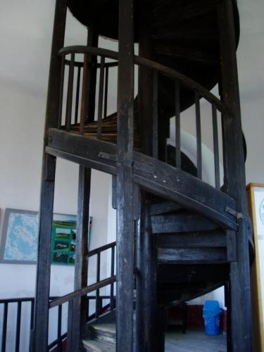 Projekt novogotické věže zpracoval ing. Jan Salaba. Uvnitř můžete shlédnout mnoho historických map a  nejrůznějších fotek. U rozhledny je otevřena nově zrekonstruovaná horská restaurace a je zde možné se i ubytovat.