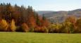 I když od Kleti kousek poodejdeme do okolních, podmanivě barevných, smíšených lesů, stejně pohledu na ni neunikneme.