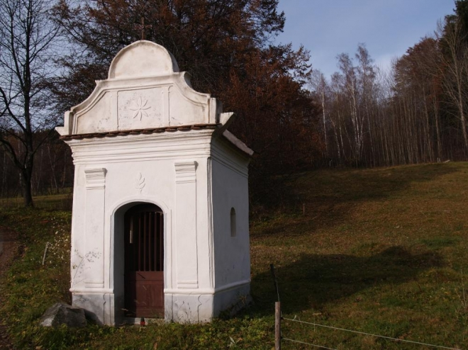 Kaple u samot Borovští Uhlíři pod vrchem Albertov.