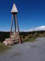 A to už jsme u turistické chaty Švýcárna a její zvoničky, která se nachází na nejfrekventovanější části hřebenové trasy Jeseníků, mezi Červenohorským sedlem a nejvyšší horou Moravy Pradědem v nadmořské výšce 1304 m n m. Chata je jeden z nejstarších objektů v Hrubém Jeseníku. Byla postavena již v roce 1887, avšak její historie sahá ještě hlouběji. Švýcárna je ukázkovým příkladem přeměny pastevecké salaše na klasickou horskou chatu. Dnes slouží jako spolehlivá základna pro milovníky horské turistiky a lyžování.