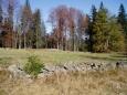 Valy kamenů, sesbíraných na políčkách a lukách, kdysi oddělovaly jednotlivé pozemky zde žijících lidí.