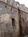 Ale i staré, ještě neopravené budovy mají svůj zvláštní půvab, nemyslíte?