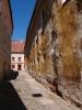 Ta nejstarší zpráva, v které se Prachatice představují jako město, pochází z roku 1312. Na sklonku vlády císaře Karla IV. vydal hlavní představitel prachatické vrchnosti vyšehradský probošt Jan Soběslav (1368-1381) 7. července 1370 na Vyšehradě listinu, která už ukazuje Prachatice jako plně rozvinuté středověké město. Určitě stojí za  návštěvu i v dnešní době, nezklamou vás.
