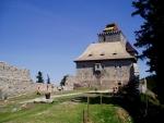 Hrad Kašperk nechal v roce 1356 založit  král Karel IV. Hlavním důvodem založení byla potřeba zajistit ostrahu zemské hranice se sousedním Bavorskem. Dalším byla panovníkova snaha o ochranu zlatonosné oblasti Kašperských Hor a také zajištění bezpečnosti na nově zřízené Zlaté stezce. Ta spojovala Čechy s Bavorskem a dále s vyspělými oblastmi západní Evropy. Jedna z jejích větví vedla přes Kašperské Hory.