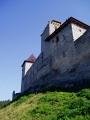 Hrad Kašperk byl vybudován na severozápadním výběžku hory Ždánova, na půdorysu 300 metrů dlouhého protáhlého oválu. Z hlediska obrany byla pravděpodobně největší předností hradu jeho poloha, neboť terén spadá na obou delších stranách velmi strmě dolů.