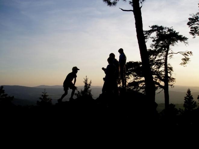 Hradiště na vrcholu Sedla je druhým nejvýše položeným opevněním tohoto typu v Česku, po nedalekém Obřím hradu. Jedná se o zcela unikátní skalní pevnost pocházející z období 5. až 7. století před naším letopočtem. Skládá se z přirozených obranných prvků, jež jsou tvořeny soustavou místních skalek a skal doplněnou o dlouhý umělý kamenný val v celkové délce asi 400 metrů. Její přibližná velikost činí zhruba 400 x 130 metrů, tedy celkem okolo pěti hektarů. Pevnost je pravděpodobně keltského původu a patrně souvisí s místními nalezišti zlata na řece Otavě, jedná se o velmi významnou archeologickou lokalitu.