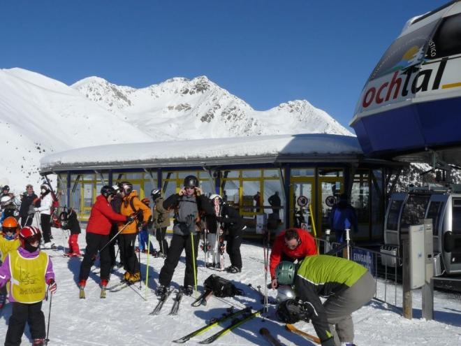 Před lyžováním je potřeba se pořádně připravit a upravit...