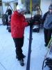 O lyže je třeba každý den pečovat, hladit je a přejet je voskem, aby nejezdily dozadu, nýbrž dopředu.