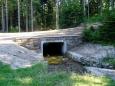 Most přes jeden z mnoha menších potoků napájejících v minulosti kanál vodou.