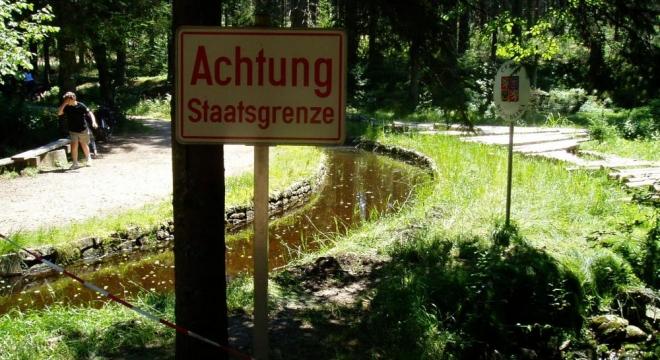 """Ježová - Iglbach, dnes se již nemusíte obávat """"odchytu"""", překročit hranice jde už nejen na tomto turistickém přechodu."""