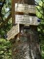 Rozcestník a modrá značka vás zavede až k Dolní Hraničné, cyklostezka pro těžký terén tady už ale chybí.