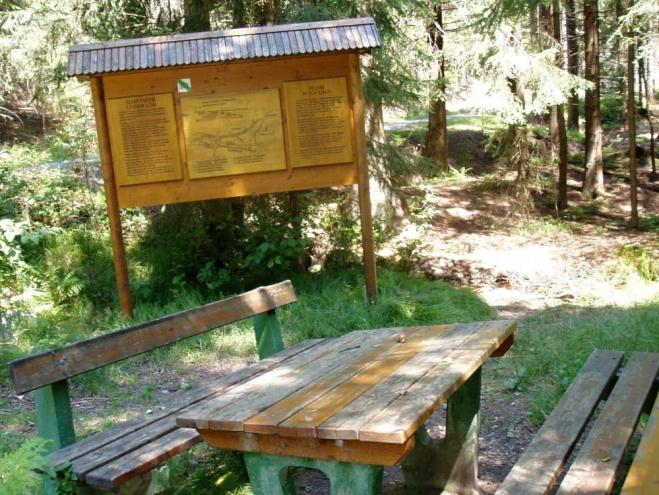 Dále se můžete vydat buď na Svatý Tomáš, nebo k Lipnu a přívozu Dolní Vltavice - Kyselov, či Frymburk - Frýdava.