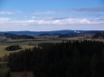 U Churáňova jsou ještě vidět zasněžené sjezdovky. Aby taky ne, když na aprýla sněžilo i v dolinách.