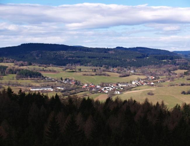 Pod kopci je Nová Ves.