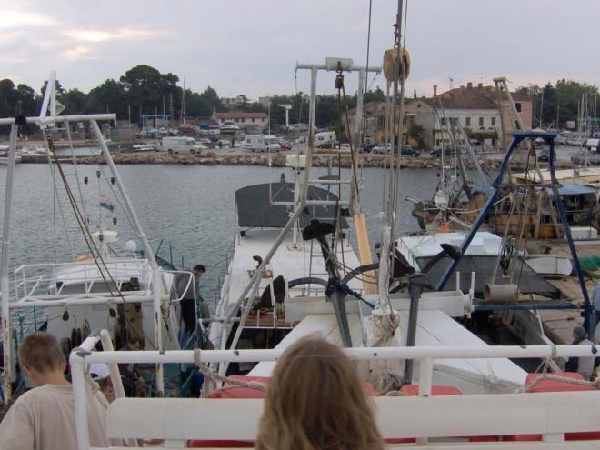 ...autobus odvezl k lodi, jež nám ze své paluby ukázala krásy dalších měst.