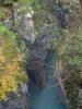 Slovinská národní řeka Soči si na počátku své pouti razí cestu skutečně hluboko ve skále.