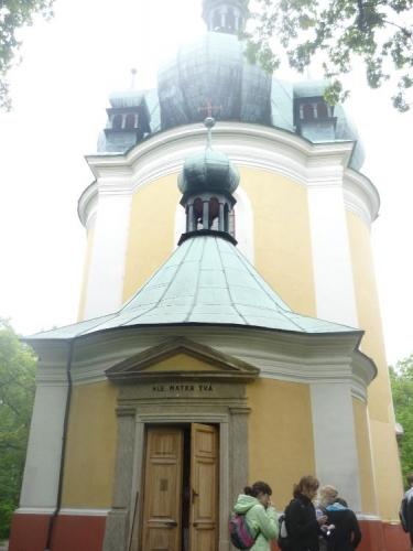 Zvenku kostel