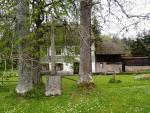 První zmínka o bývalé osadě pochází z roku 1654. V roce 1910 zde stálo 30 domů, v nichž žilo 146 obyvatel (všichni německé národnosti). Byla zde škola a hostinec.Jako škola se nám jevil právě tento velký dům, jeden ze tří zachovalých.