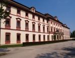 Sám lovecký barokní zámeček byl postaven v barokním slohu podle projektu architekta Bayera pro knížete Schwarzenberka jako lovecký zámek na počátku 18. st. Sloužil k pořádání honů a loveckých slavností. První lovecké muzeum zde vzniklo již v polovině 19. století.