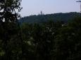 Pohledem zpět se loučíme se zámkem Hluboká a míříme do hlubokých lesů Staré obory. Stezka měla původně po dohodě s lesy ČR vést přímo oborou, jak to jde u sousední Poněšické, ale nakonec z toho sešlo. Ani není divu. Stezka Č.Budějovice-Hluboká je zdaleka nejvytíženější v kraji a pokud by většina pokračovala dále lesy Staré obory...