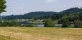 Hněvkovická přehrada postavená kvůli JETE zvedla hladinu řeky a zastavila její tok. Voda je dost kalná a koupání v ní se Mydláku vyrovnat nemůže.