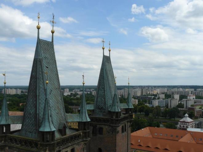 Věžičky katedrály svatého Ducha.