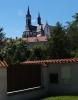 Stavba známého klášteru ve Vyšším Brodu byla započata v polovině 13. století a skončila až v 80-tých letech století čtrnáctého. Až v 17. století byla postavena 1. kostelní věž. Další úpravy proběhly v 1. polovině 19. století, kdy byl kostel rekonstruován v gotickém slohu a byla k němu přistavěna další kostelní věžička. Více najdete nahttp://www.klastervyssibrod.cz/Historie/Klaster-pod-patronaci-Rozmberku
