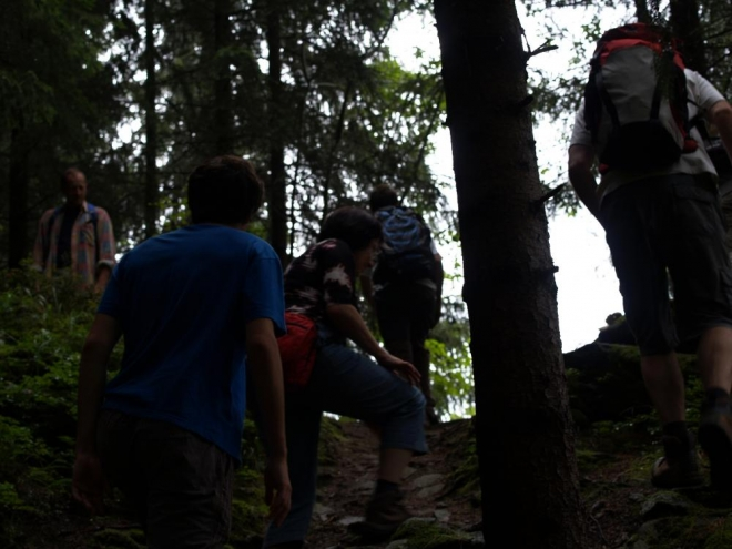 Z hradu stoupáme až k Panskému vrchu (834m).