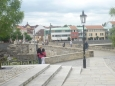 Příchod ke kamennému mostu z náměstí