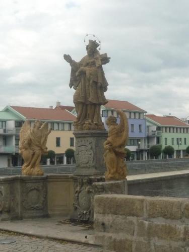 Jan Nepomucký s dvěma anděly