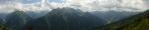 Trochu se vyjasňuje, mraky se trhají, a tak fotím panoramata.