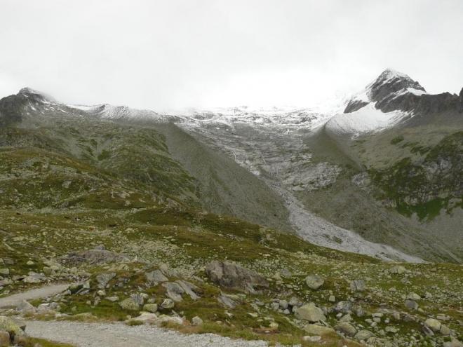 A někde vysoko nad námi je království ledu, dnes zahalené do mraků a nedávno obohacené o čerstvou dávku sněhu.