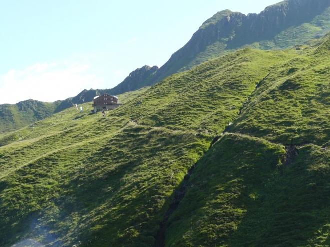 Ranní procházka na Karl-von-Edel Hütte po často spásaných svazích.