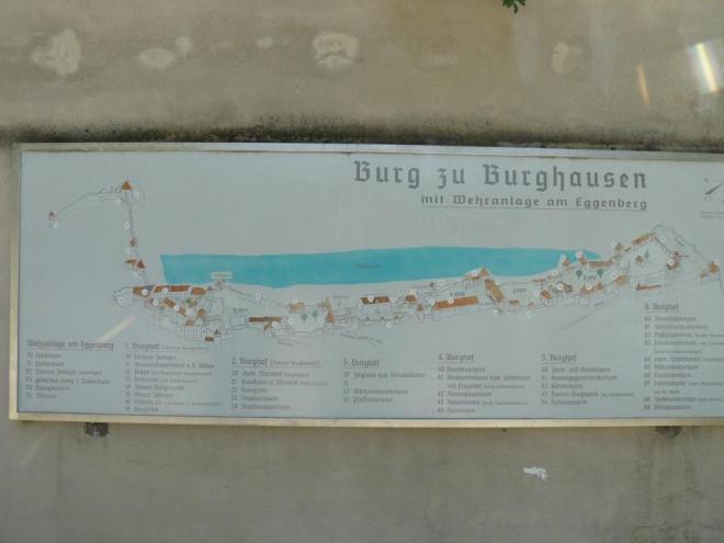 Informační tabule s plánkem hradu.