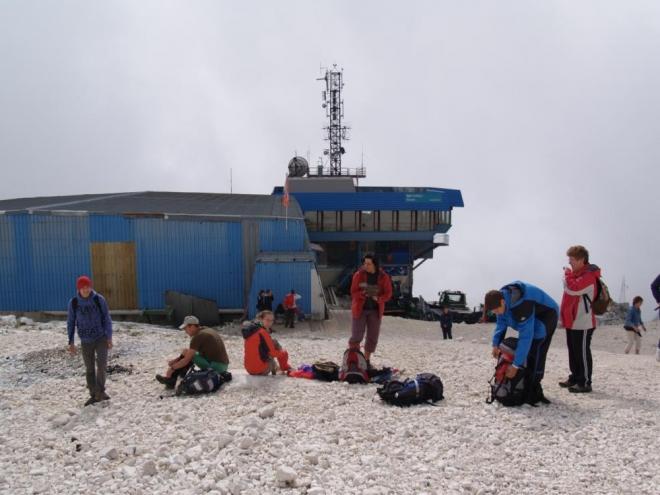 U horní stanice lanovky na Kanin už byla většina oblačnosti pod námi.