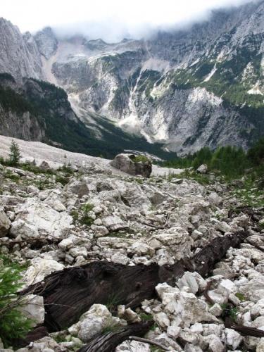 Pár fotek je ze sestupu do doliny Tamar a zpětného výstupu do sedla Vratica přes hřeben Slame.