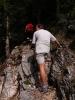 U Koče pri Izviru Soče se vydáváme k pramenu. Cesta stoupá zprvu lesem, později po skalách nad říčkou.