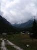 Počasí je opět všelijaké. Neprší, ale mlhy se válí po všech kopcích.