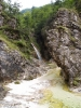 ...se před námi objevuje dobře skrytý vodopád.