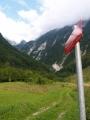 Večer jedeme naproti ztracené výpravě do doliny Bovšica, ale po zmateném hovoru mobilem po sedmé večer obracíme zpět do kempu. Štepánka zatím trpí kdesi vysoko na planině Bukovec.