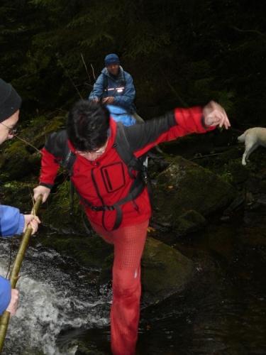 Finální skok přes potok.