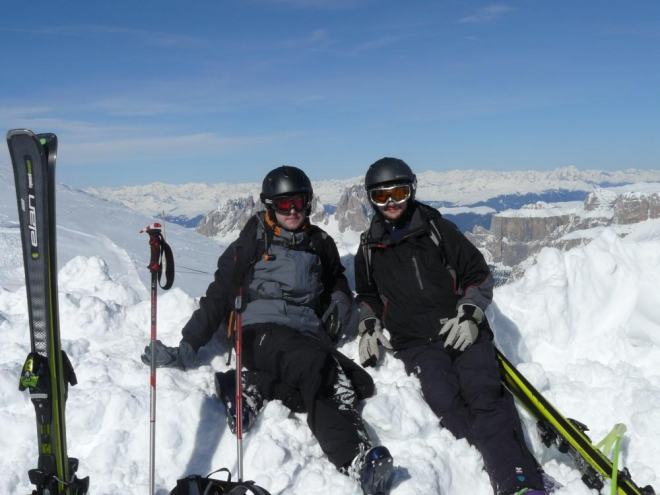 Naše maličkosti rozvalující se v 3250 metrech nad mořem. Vlevo Honza, vpravo já.