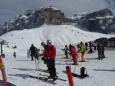 Příprava na lyžování po chvíli kochání se skalami.