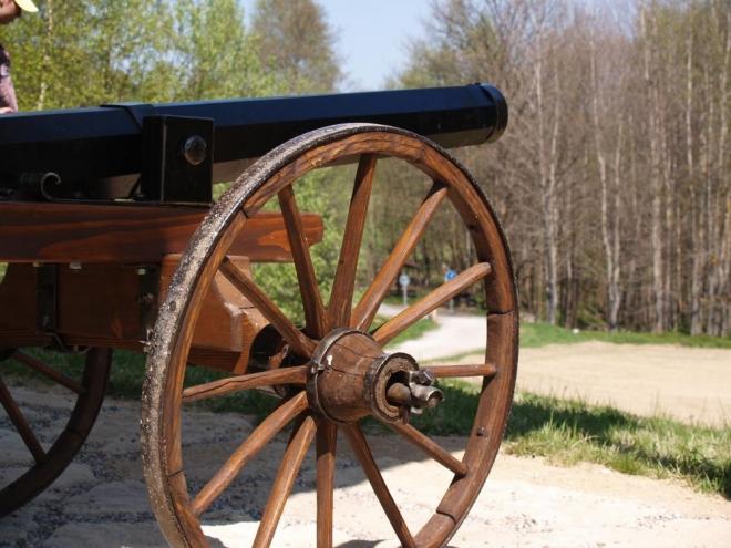 Kanóny jsou sice již jen dřevěnou imitací, ale takhle nějak míříli do Čech.