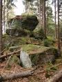 I na něm je slušné skalisko. Ale také nepříjemný terén.