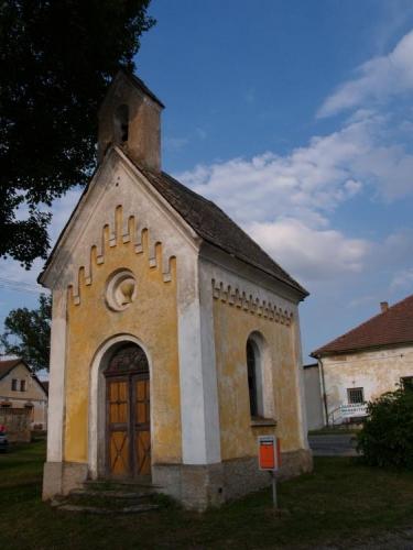 Kaplička ve Dřevci.