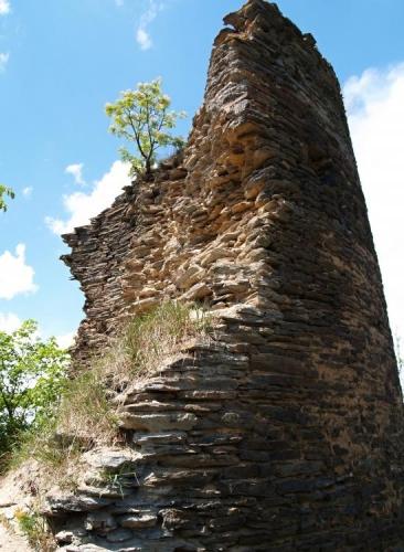 Zřícená věž.