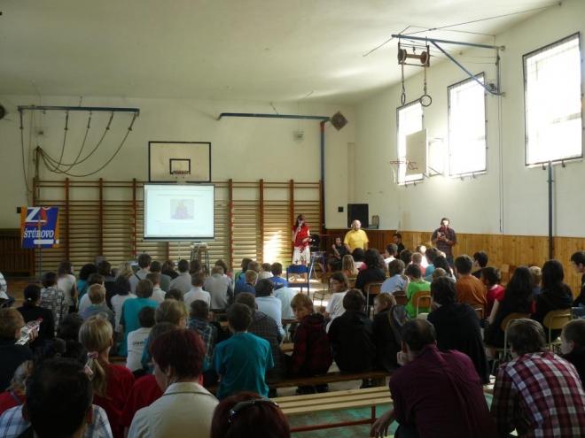 Zahájení mezinárodního kola Baltíka 2011 druhý den ráno. Dětí skutečně hafo.