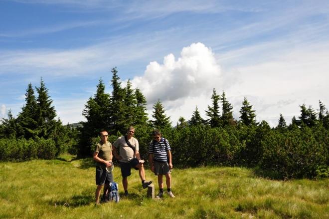 Na vrchol Liščí hory dojdeme klečí po rovině.